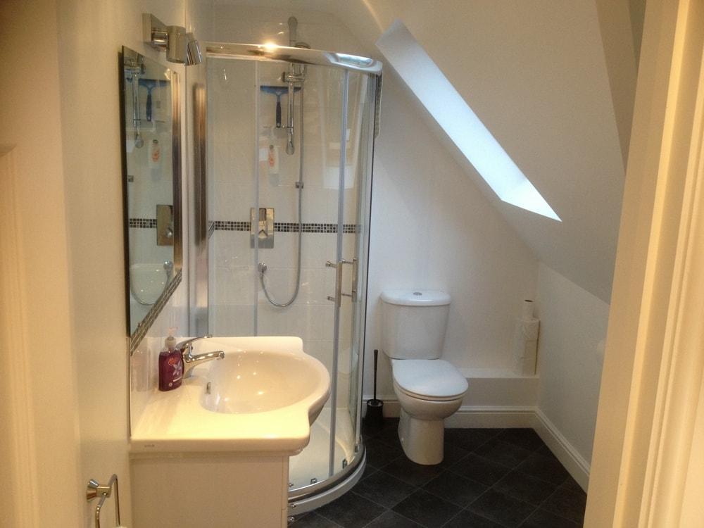 En-suite shower room to a loft conversion
