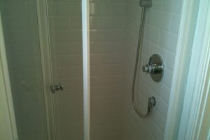 Shower with brick bond tiles